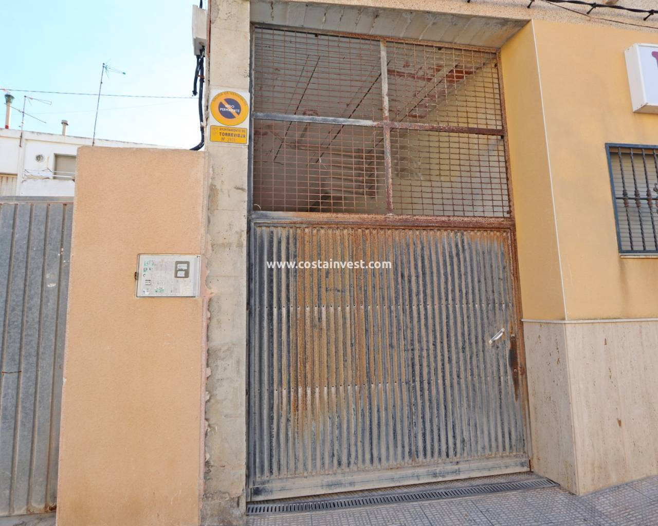 Resale - Garage - La Mata